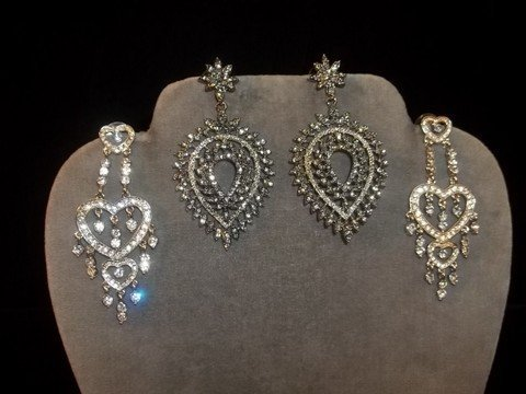 16: 2 Sets Rhinestone Earrings