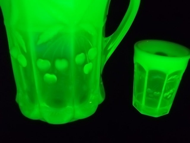 320: Vaseline Cherry Cable Opalescent Pitcher, Glasses - 2