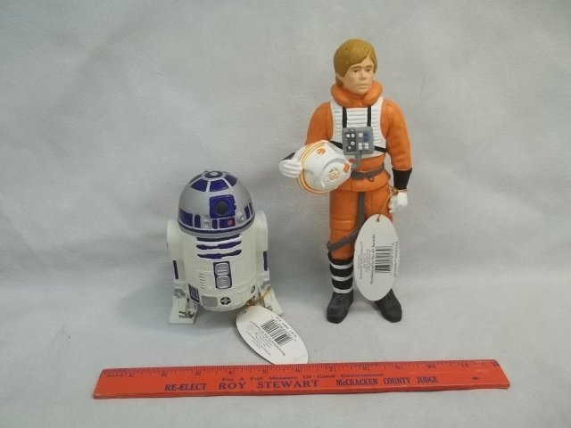 2 NWT Star Wars Figures