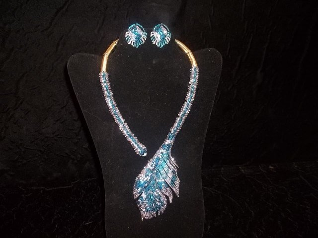 Gorgeous Rhinestone Peacock Necklace & Earrings
