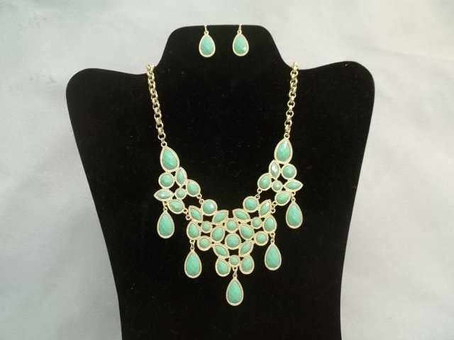 Nice Mint Green Bubble Necklace & Earrings