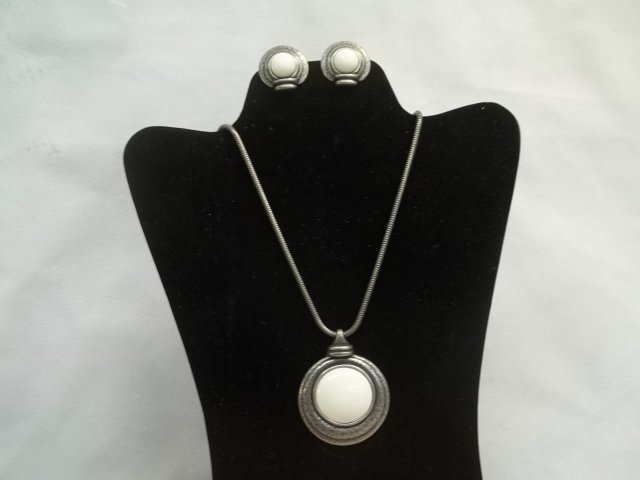 Nice Designer Necklace & Earrings Set