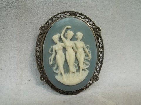 Nice 3 Lady Cameo brooch Vintage
