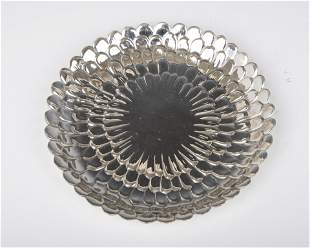 110. A LARGE STERLING SILVER DISH BY TIFFANY AND