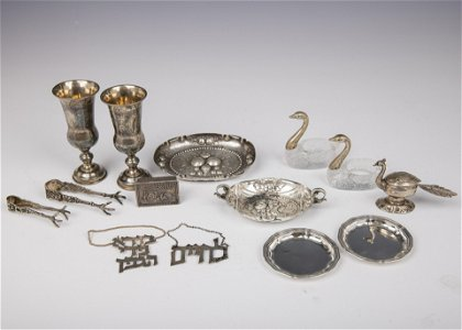 A GROUP OF FOURTEEN STERLING SILVER TABLE ARTICLES