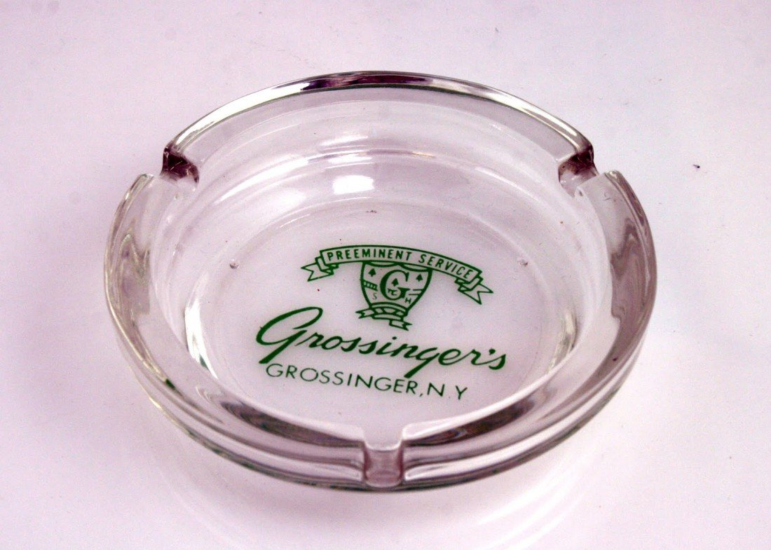 8: A GLASS ASH TRAY FROM GROSSINGER'S RESORT. New York,