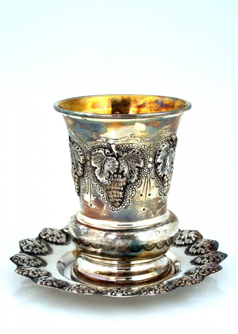 15: A STERLING SILVER KIDDUSH BEAKER WITH UNDER DISH. I