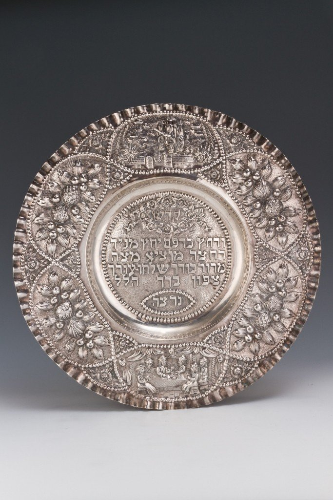 16: A LARGE SILVER SEDER TRAY. Germany, 20th century.