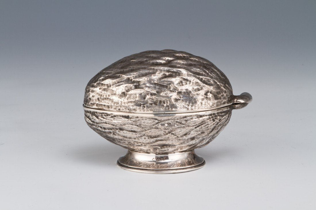 24: A SILVER ETROG CONTAINER. Germany, c. 1860.