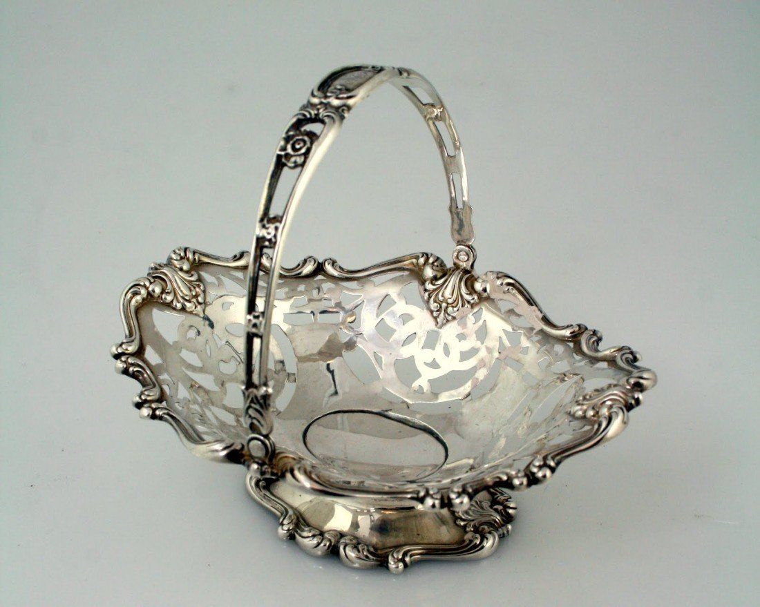 24: A STERLING SILVER CANDY DISH BY WHITING. United Sta