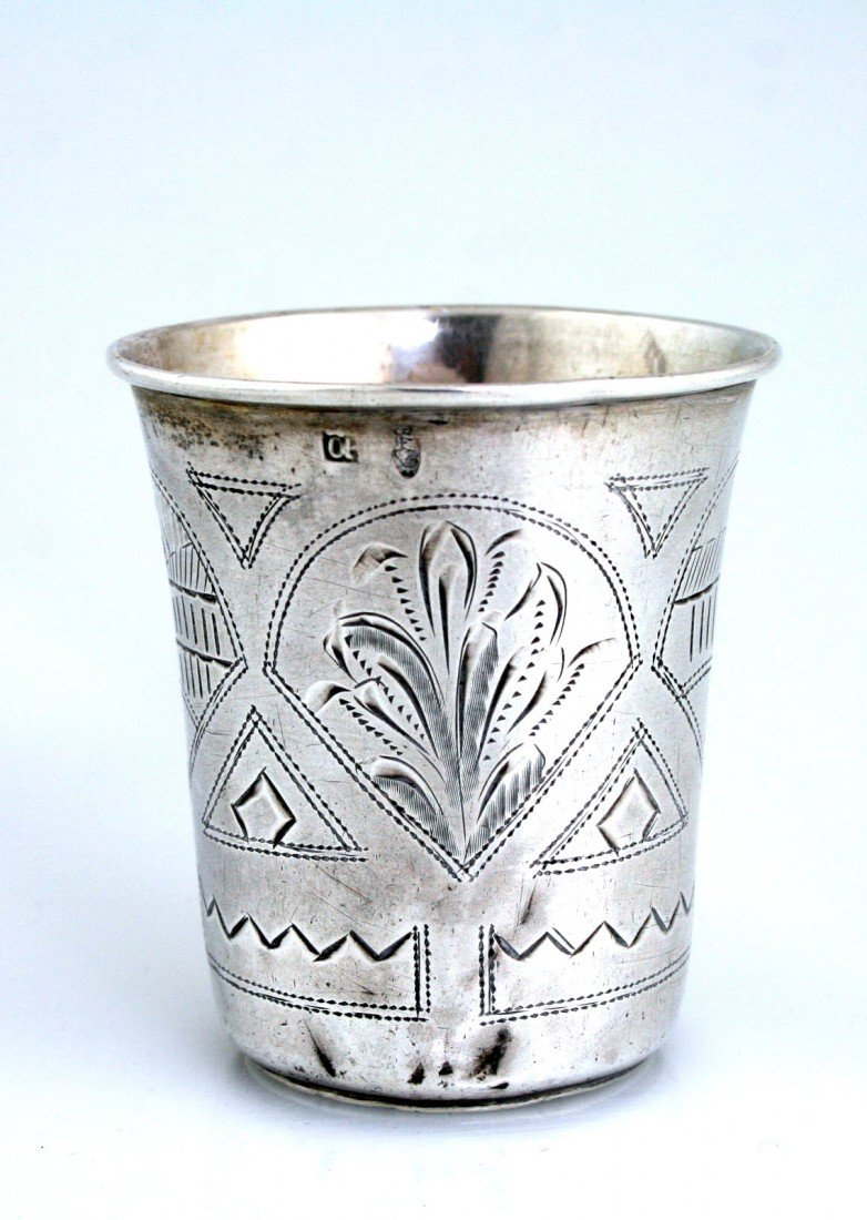 79: A LARGE SILVER KIDDUSH CUP. Russia, 1890. Engraved