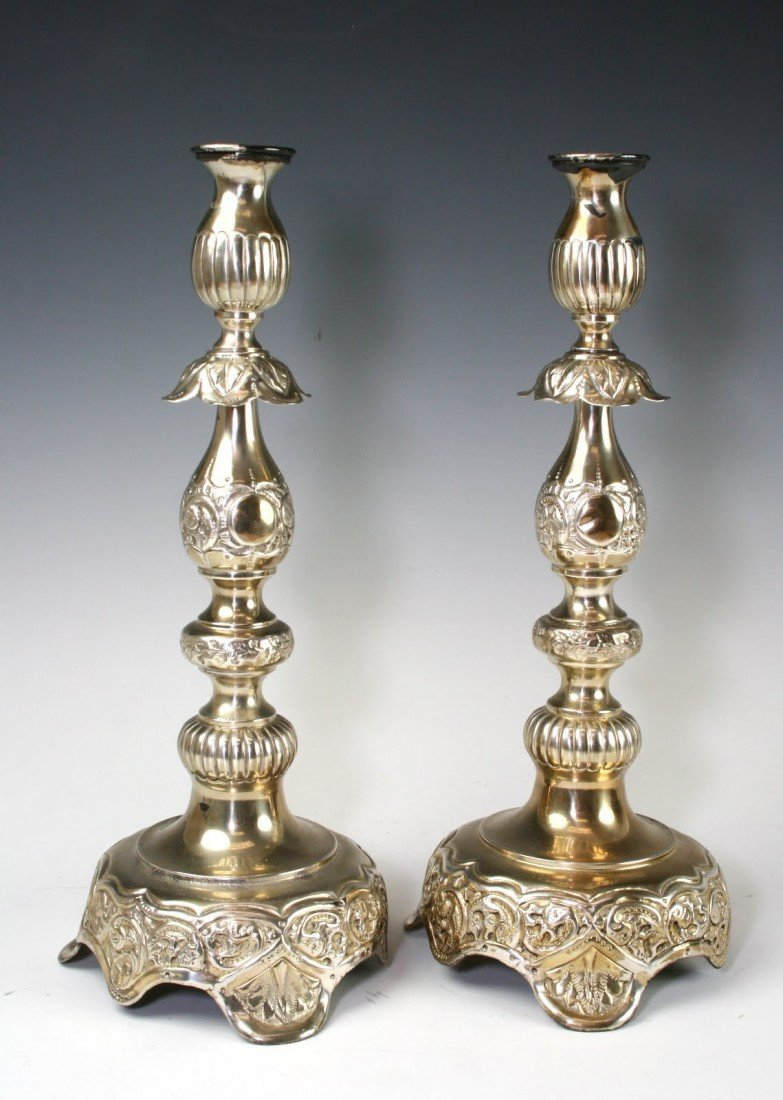 16: A PAIR OF LARGE STERLING CANDLESTICKS. New York,