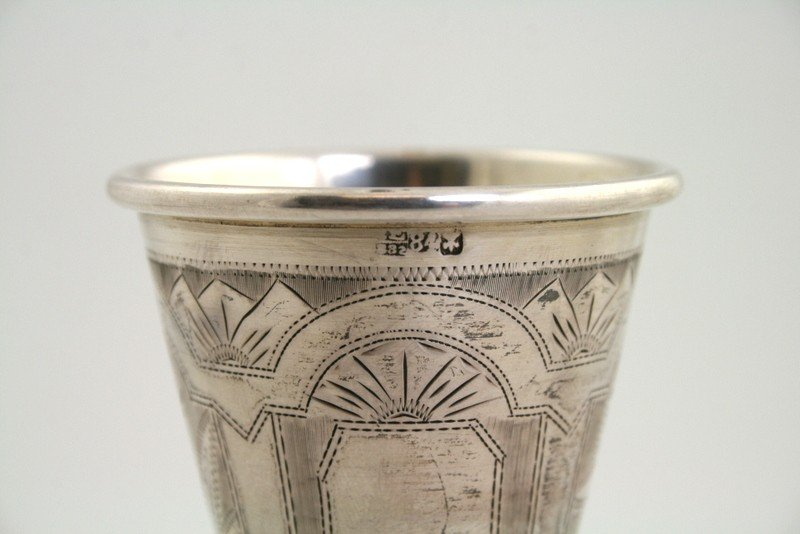 18: A STERLING SILVER KIDDUSH CUP AND UNDERPLATE. NY - 3