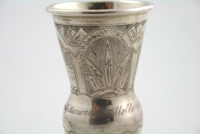 18: A STERLING SILVER KIDDUSH CUP AND UNDERPLATE. NY - 4
