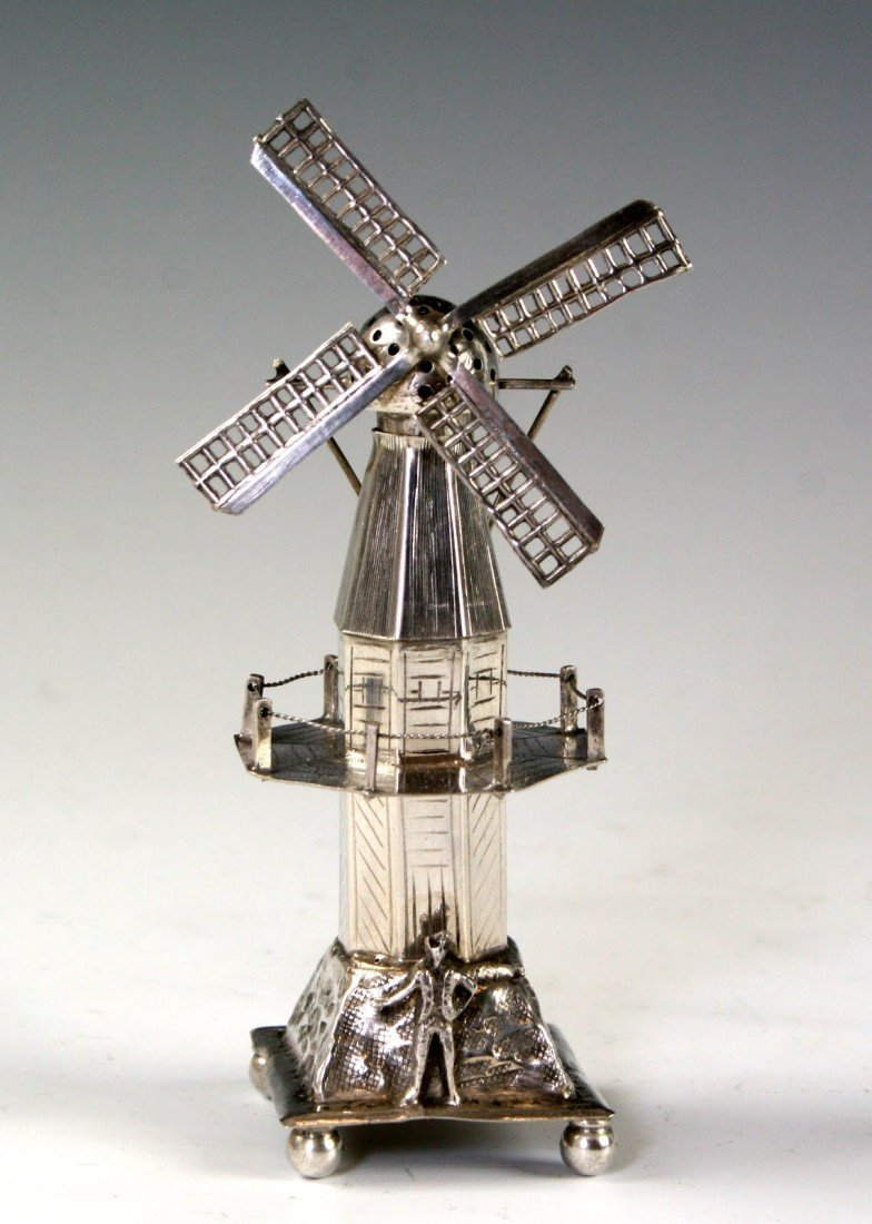 85: A SILVER SPICE CONTAINER. The Netherlands, c.1920.