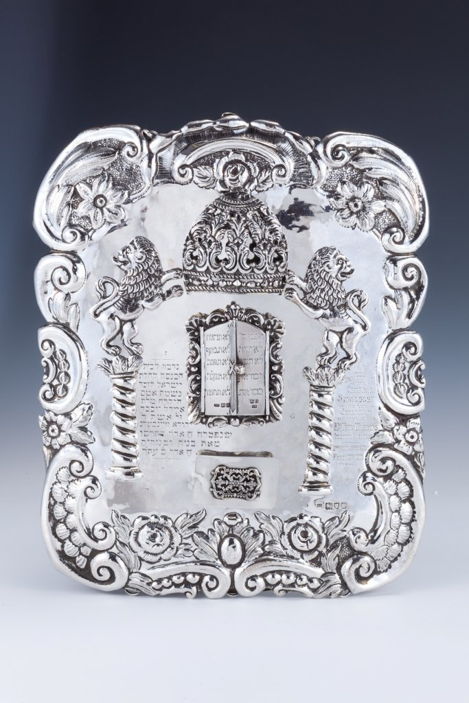 10: A LARGE EDWARDIAN SILVER TORAH SHIELD BY MOSES SALK