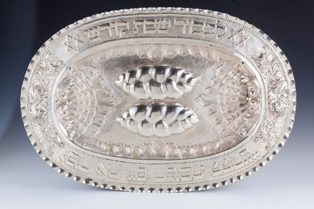 31: A MONUMENTAL SILVER CHALLAH TRAY. Hungary, c. 1950.