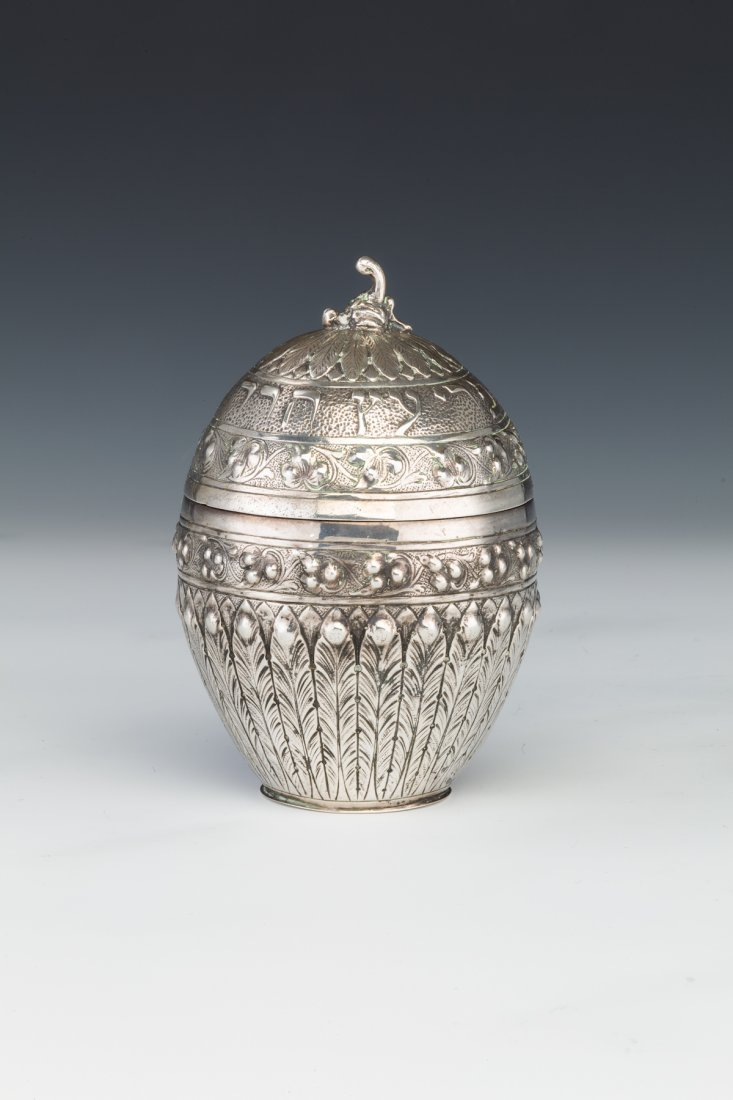 136: A LARGE SILVER ETROG CONTAINER. Germany, c. 1880.