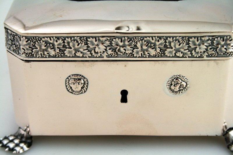 6: A LARGE SILVER BOX. Berlin, 1832. - 2