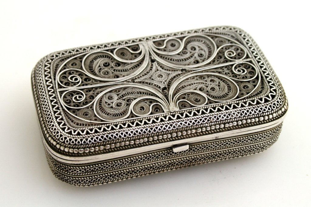 62: A SILVER FILIGREE BOX. Possibly Jerusalem, c. 1940.