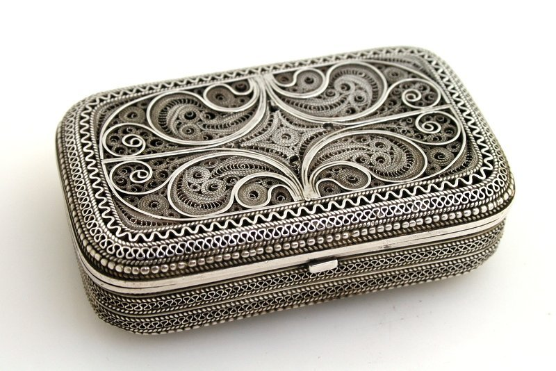 62: A SILVER FILIGREE BOX. Possibly Jerusalem, c. 1940. - 4
