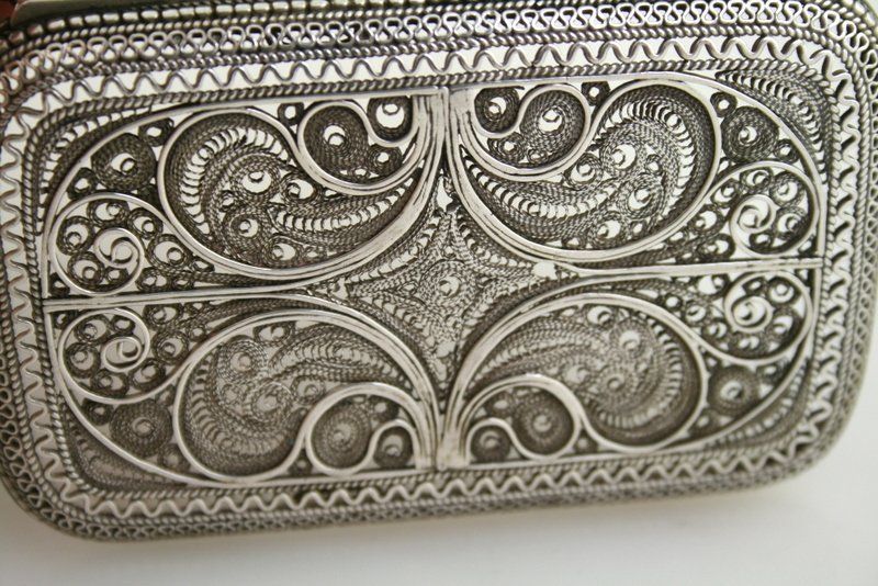 62: A SILVER FILIGREE BOX. Possibly Jerusalem, c. 1940. - 5