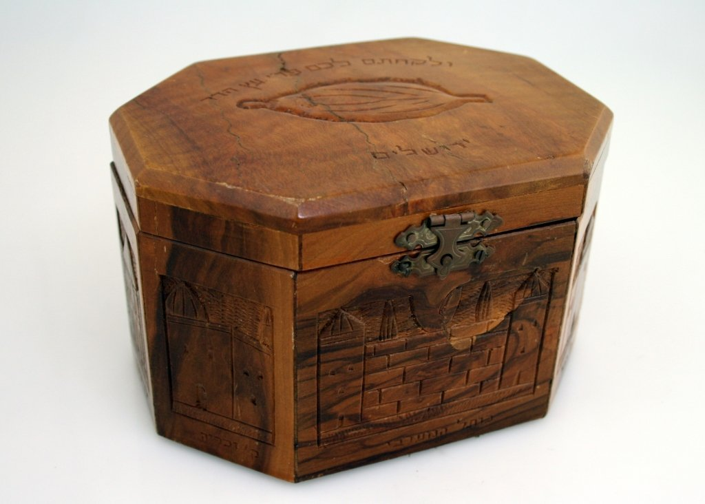 6: A LARGE WOODEN ETROG BOX. Jerusalem, c. 1930. Hand c