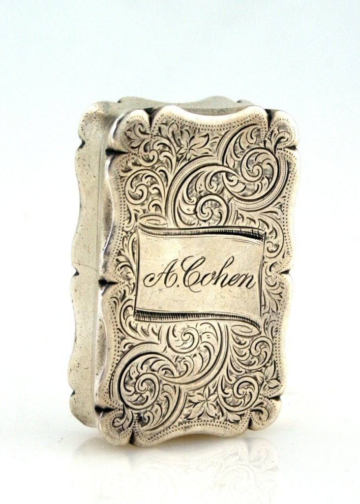 12: A SILVER TOBACCO BOX. Birmingham, 1902. Hand carved
