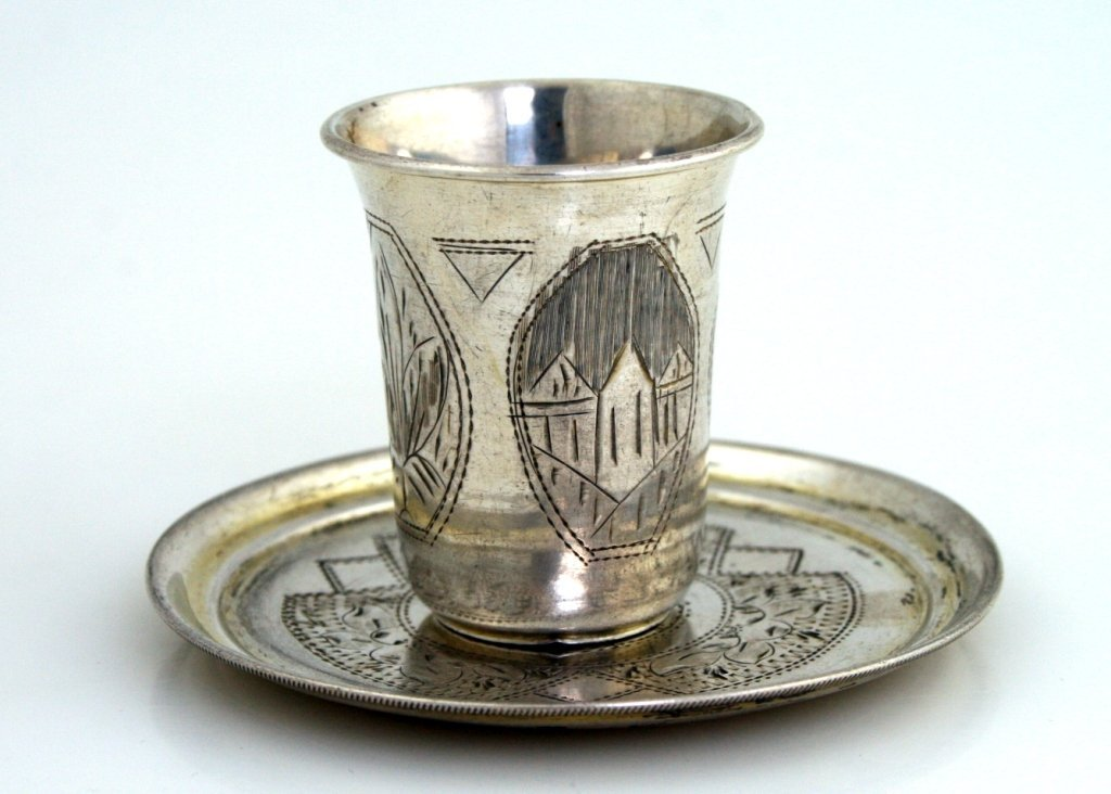 A SILVER KIDDUSH BEAKER AND UNDERTRAY. Russia, 1895. Bo