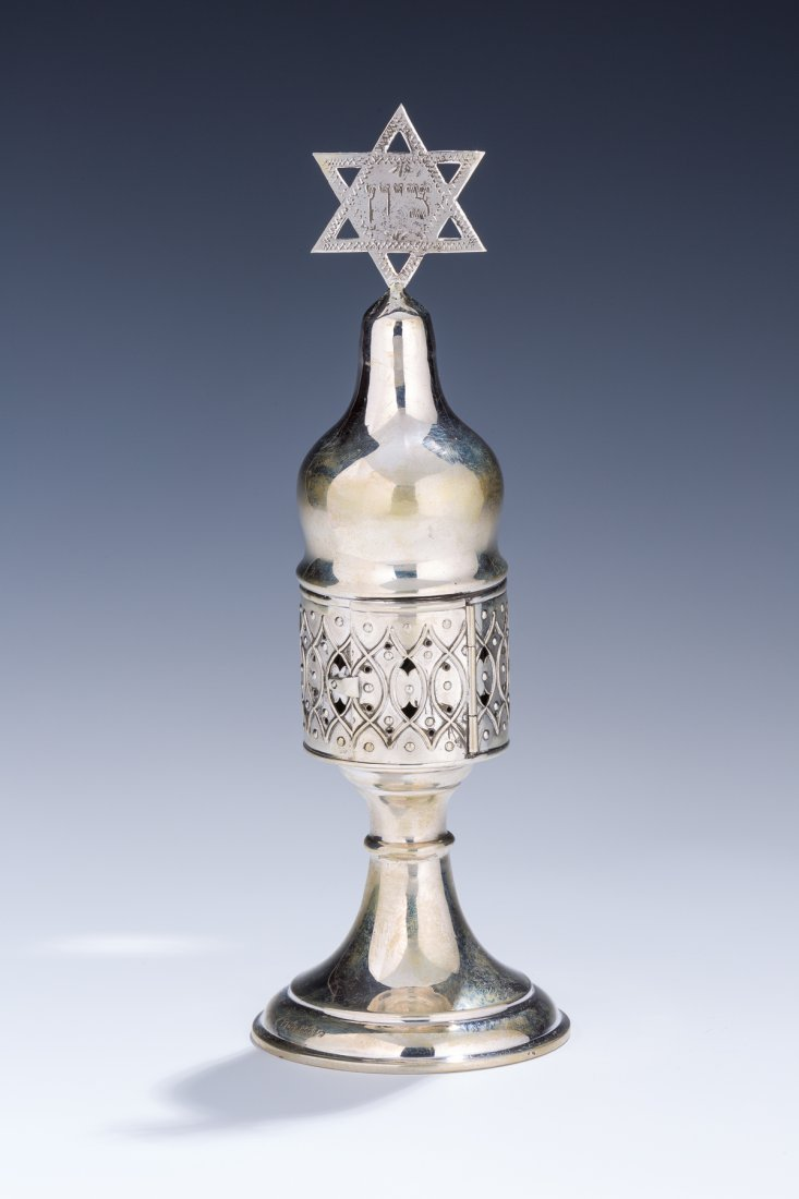A LARGE SILVER SPICE CONTAINER. Germany, 1930. On round