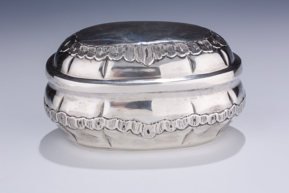 AN LARGE AND EARLY SILVER ETROG CONTAINER. Stuttgart