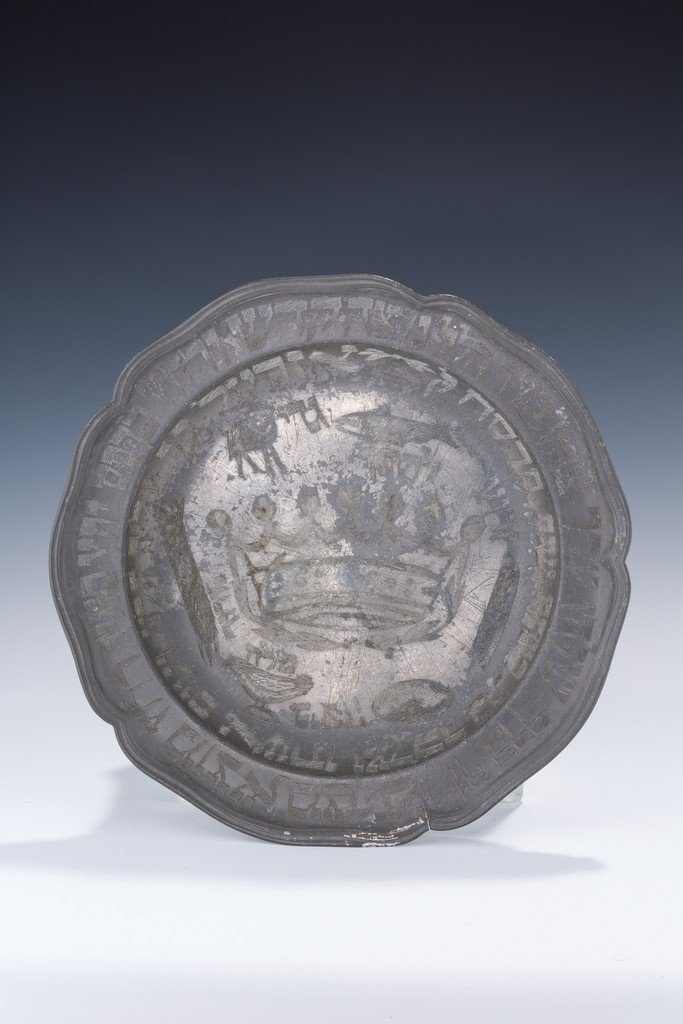 A PEWTER SEDER DISH. Germany, 1908. Engraved with the