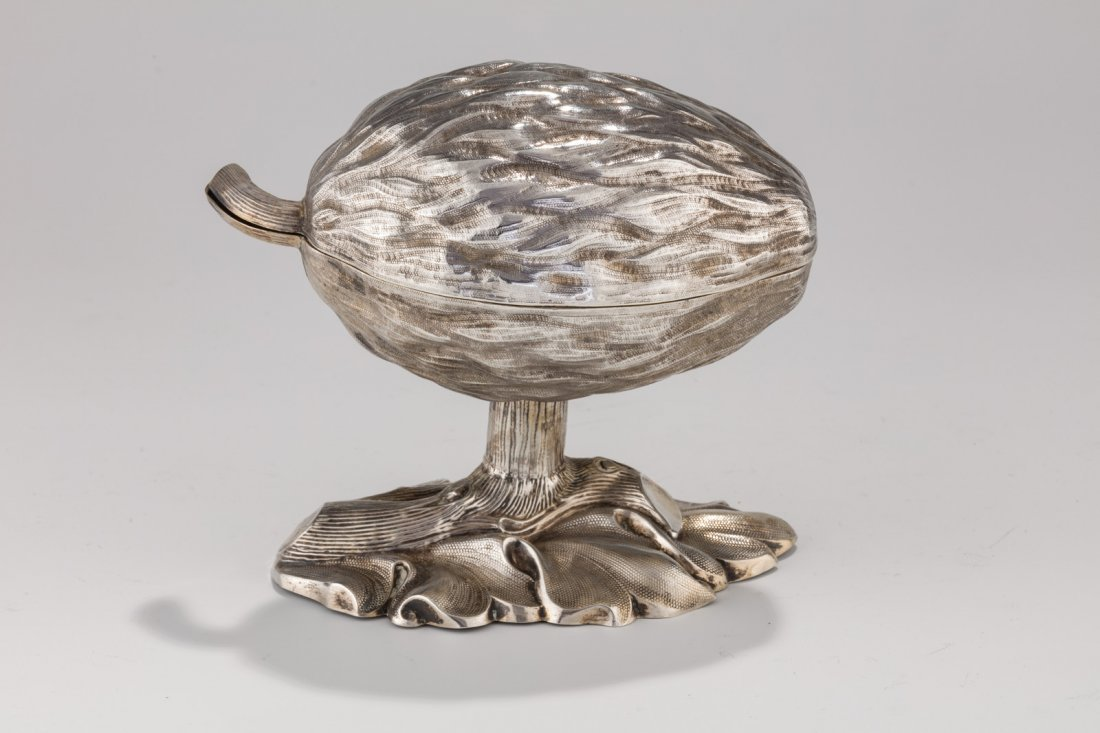 A SILVER ETROG CONTAINER. Germany, c. 1880. On trunk