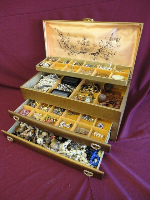 1017: Jewelry and Box, Estate Lot, Including: Broaches,