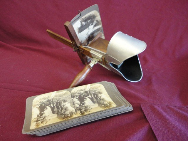 1020: Stereoscope with Cards, Mfg. Underwood and Underw