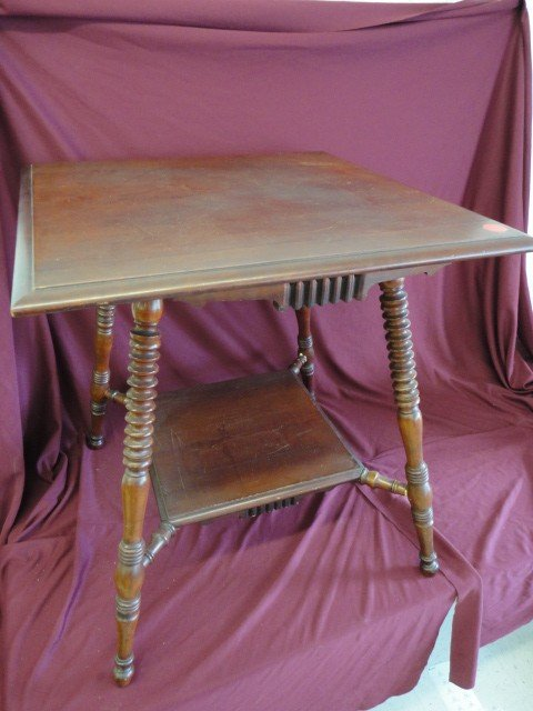 1022: Table, Victorian, Parlor Type, Turned Leg, 28 3/4