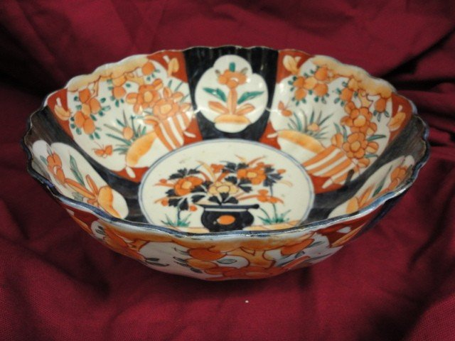"1056: Bowl, Oriental Decoration, Amari, 9 1/4""Dia x 4 """
