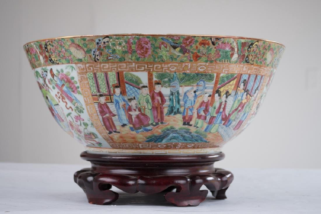 "CHINESE PORCELAIN ""ROSE CANTON"" BOWL - 7"