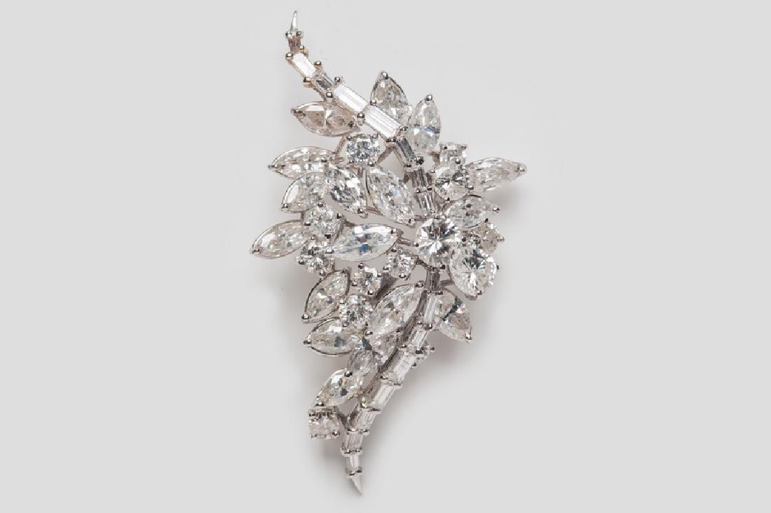18 KARAT WHITE GOLD & DIAMOND CLUSTER BROOCH