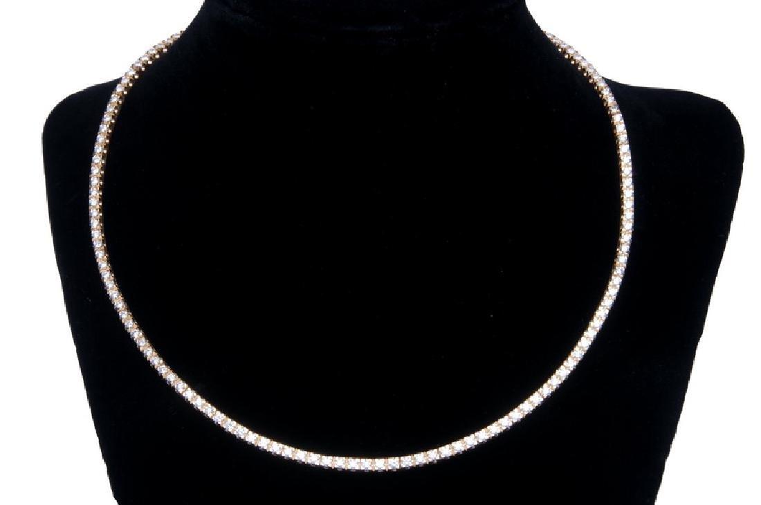 18 KARAT GOLD & DIAMOND STRAIGHT-LINE NECKLACE