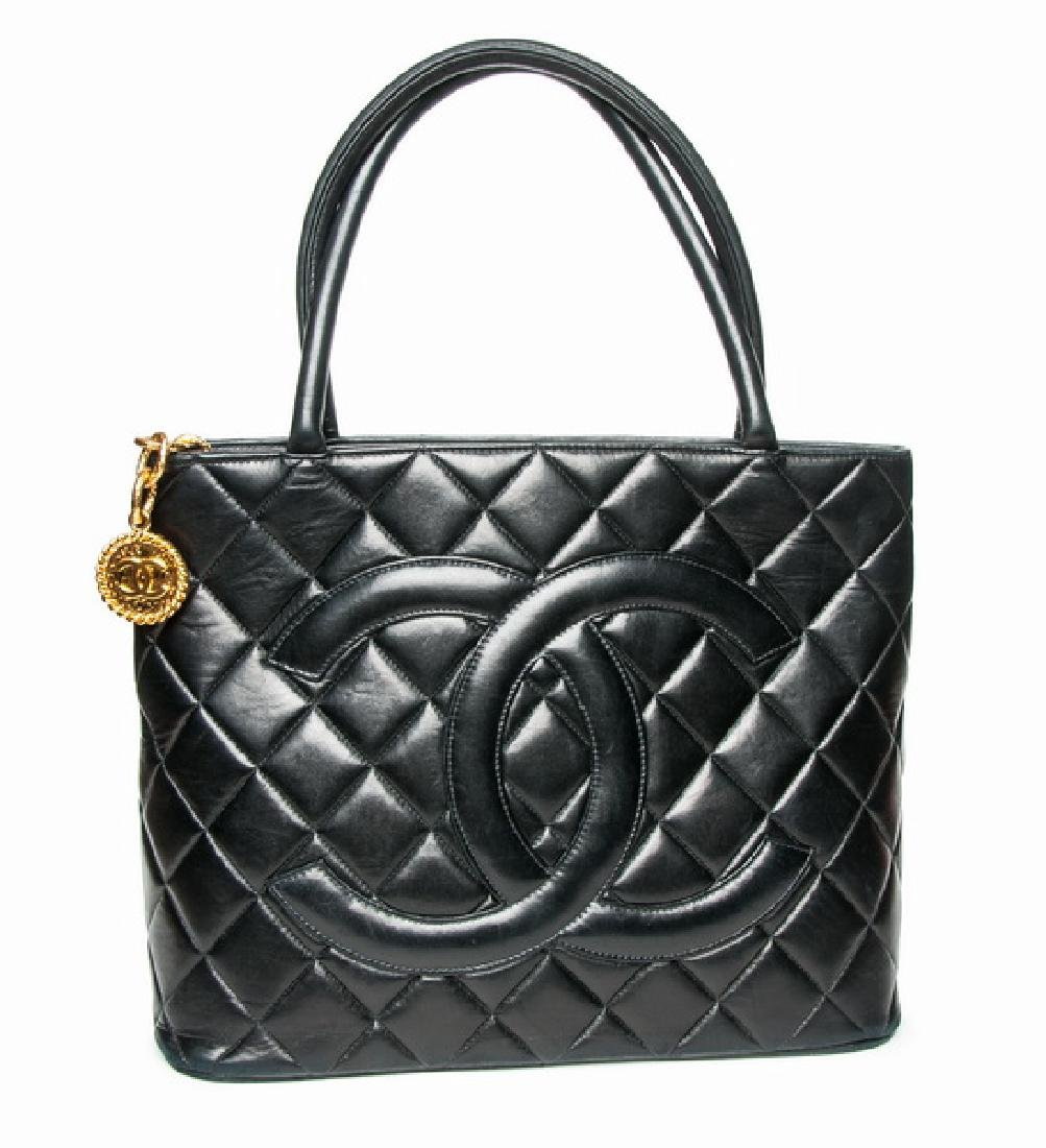 CHANEL: QUILTED MEDALLION TOTE