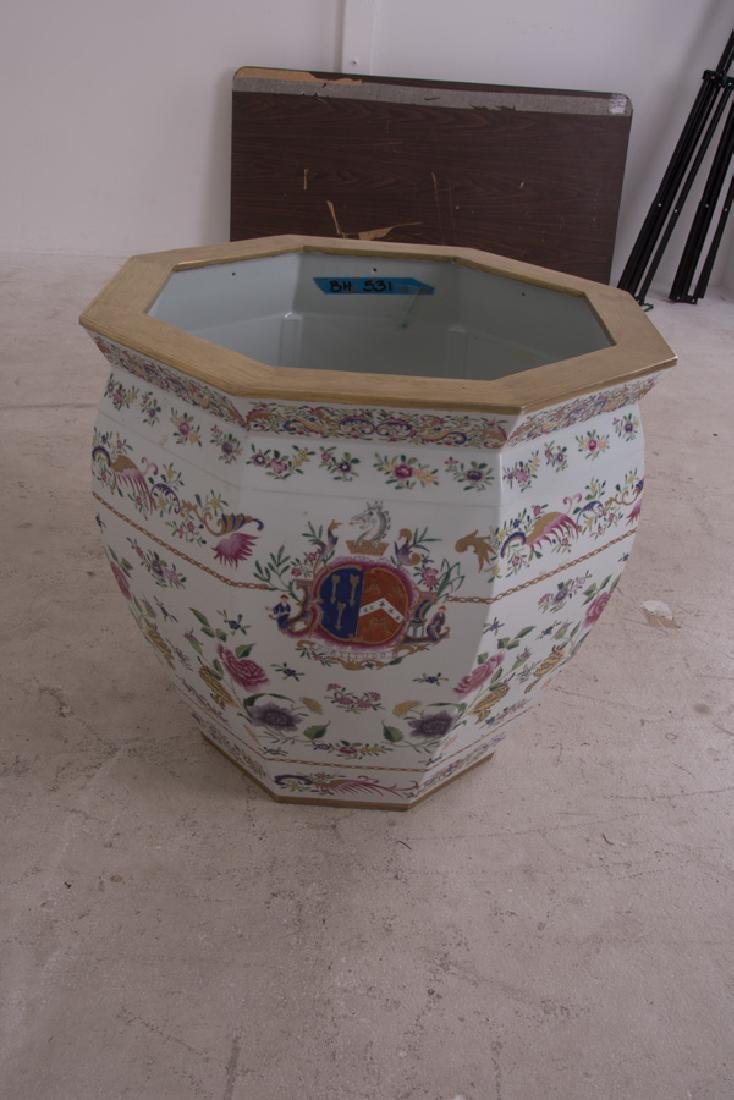 "PAIR OF CHINESE ""EXPORT PORCELAIN"" STYLE PLANTERS - 3"