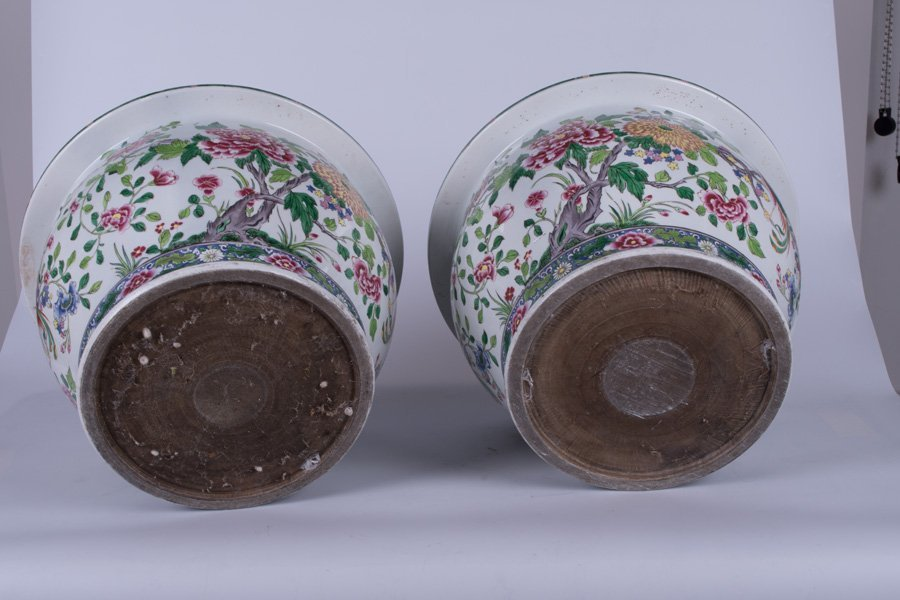 """PAIR OF """"CHINESE EXPORT"""" STYLE PORCELAIN JARDINIERES - 4"""