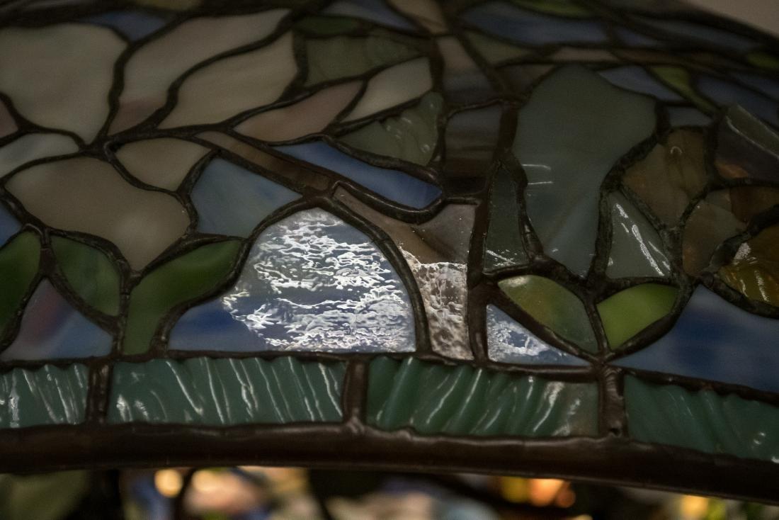 BUFFALO STUDIOS LEADED GLASS HANGING LIGHT - 3