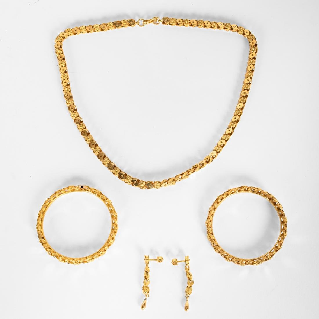 22 KARAT GOLD NECKLACE, BRACELET, & EARRING SUITE