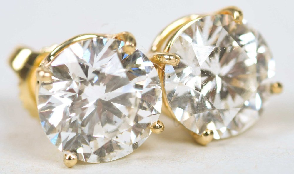 PAIR OF DIAMOND EAR STUDS