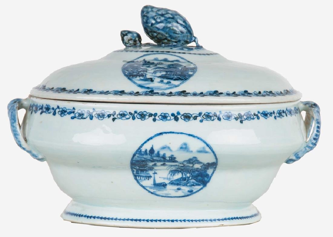 CHINESE EXPORT PORCELAIN TUREEN