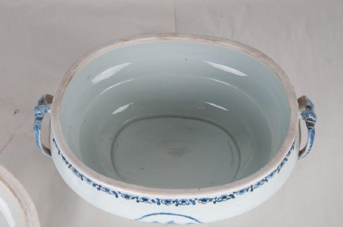CHINESE EXPORT PORCELAIN TUREEN - 3