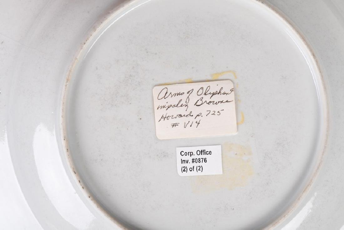 PAIR OF CHINESE EXPORT PORCELAIN ARMORIAL SOUP PLATES - 3
