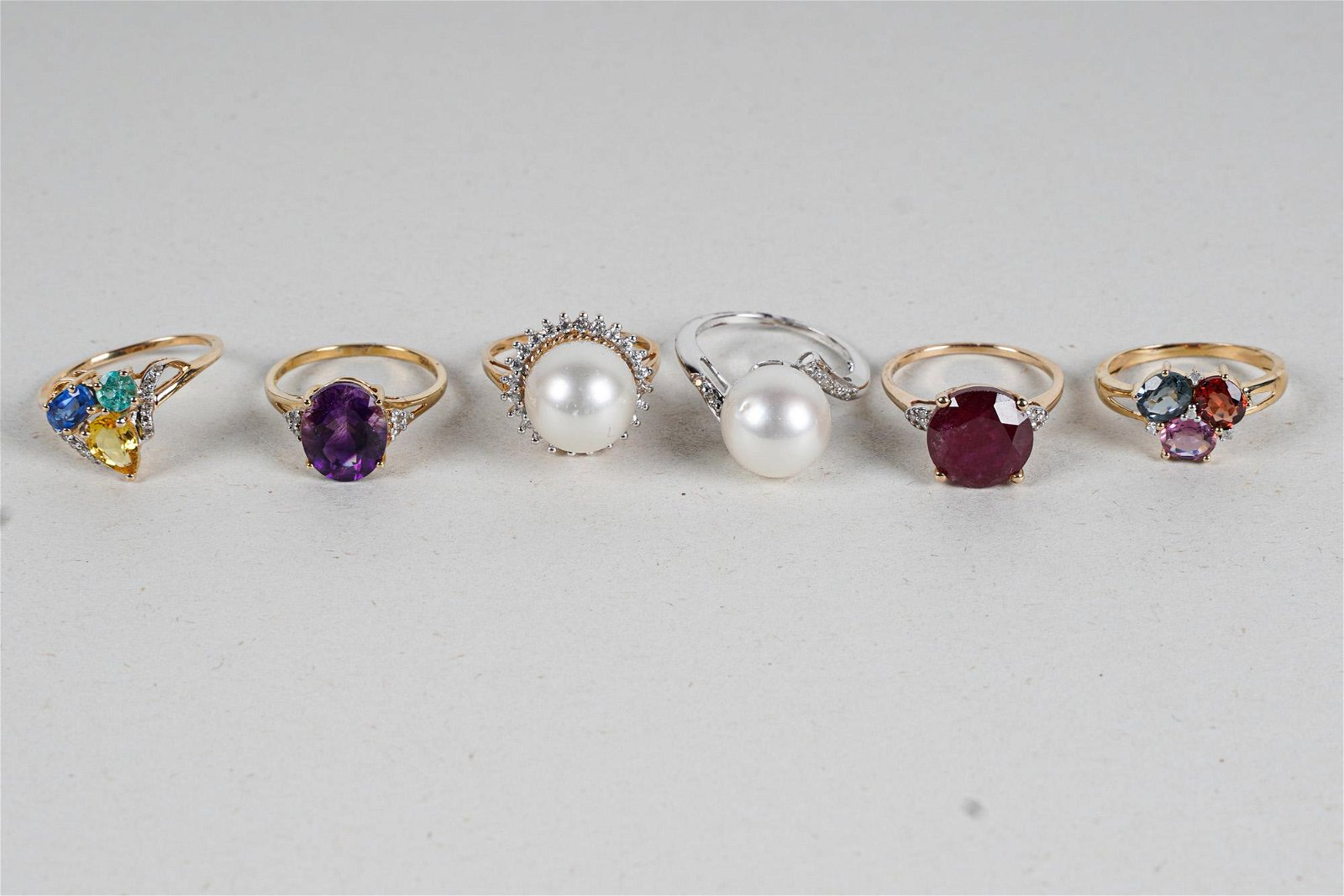 SIX ASSORTED 10 KARAT YELLOW GOLD RINGS